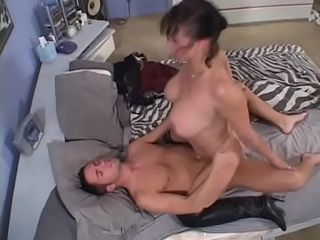 Naughty fuckpole fellating cougar Rhegan O&#039_Makin takes dick in her raw pussy before getting squirted