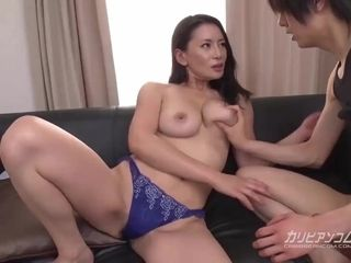 Chinese housewife fuckin' with junior man