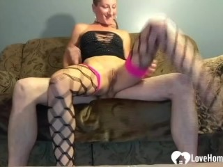 Utter bitch in stocking and high high-heeled shoes rails beau assfucking on sofa