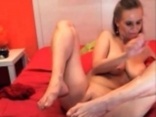 Skinny milf toying with her cunt