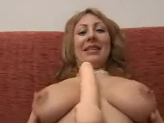 Italian milf enjoying some dealings by means of get under one's phase
