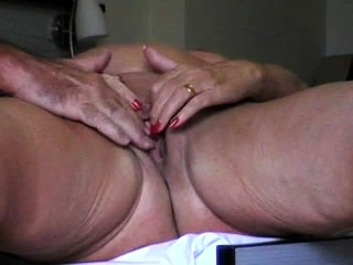Mature girl playthings muff in homemade solo sequence
