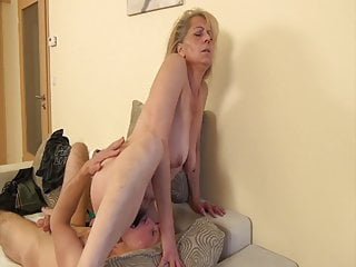 Wild grandmom enticed by her son-in-law