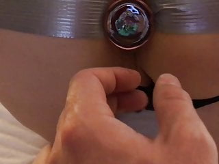 First-timer buttplug assfuck injection