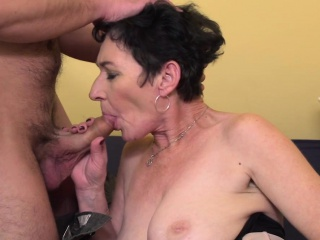 Eccentric full-grown son shafting coupled with sucking