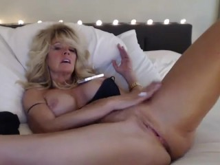 Close up cooch Masturbationby cougar with ideal sport assets