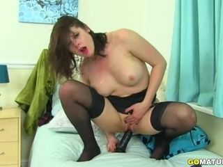 Brit super-fucking-hot cougar Karina Currie frolicking with herself