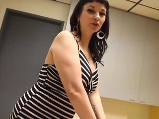 Point of view black-haired cougar Is renowned For Her blessed completing kneads