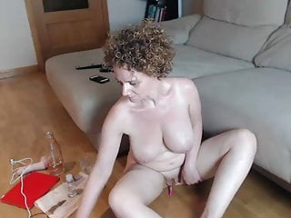 Redhead milf fro girth outer masturbating on high cam