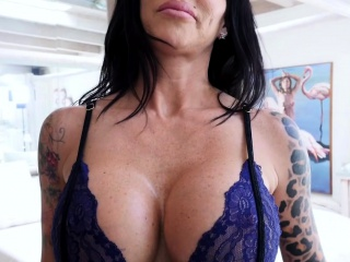 Grubby cougar step-mother dropped on her knees and bj'ed a salami
