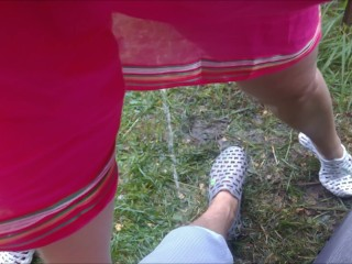 Wifey urinating on spouses gam outdoor - inexperienced Russian duo