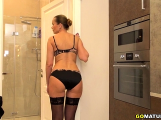 Insane housewife Nika fooling around under the douche