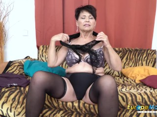 EuropeMaturE saucy mother inviting Striptease