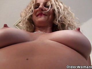 American milf Jacqueline plays in the air the brush nyloned pussy