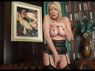 Mature Show Her Sensual Body.mp4