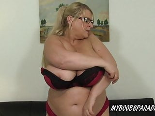 Ample bosoms milf Samantha Sanders in stocking