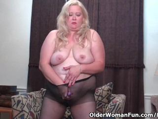 Plus-size cougar strokes from the USA enjoys dildoing her slit