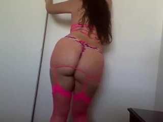 Marvelous slender giant big booty Latina taunting juggling donk and dancing