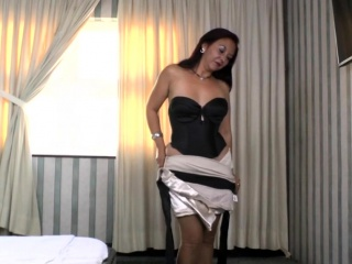 Roman housewife Bella toying the brush pussy