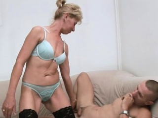 Lusty mommy gets nasty and sits down on wang for a rail