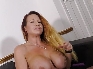 Ultra-kinky fledgling cougar with greedy pussy