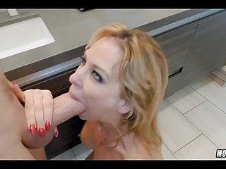Dazzling peaches MILF loves this load of shit