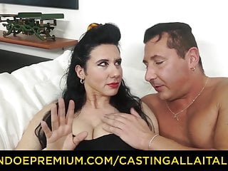 Audition ALLA ITALIANA - Breasty cougar ravaged in shaggy pussy