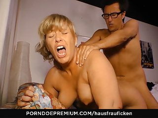 HAUSFRAU FICKEN - German grandma housewife in sucky-sucky flick
