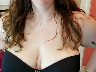 Plus-size giant funbag wifey attempting out a strap-free brassiere